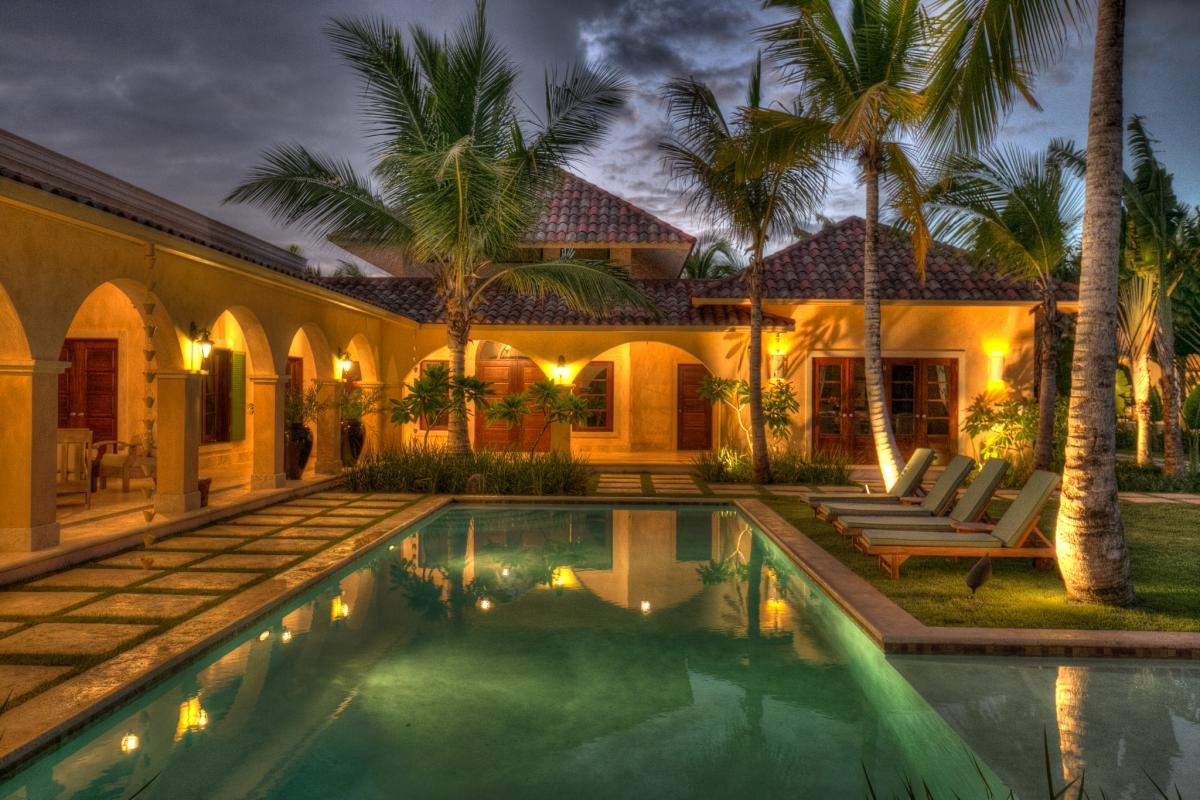 Evening pool and patio at Arrecife 24