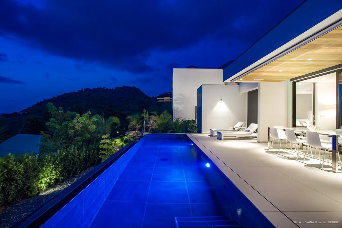 Nighttime views for Villa Indyana
