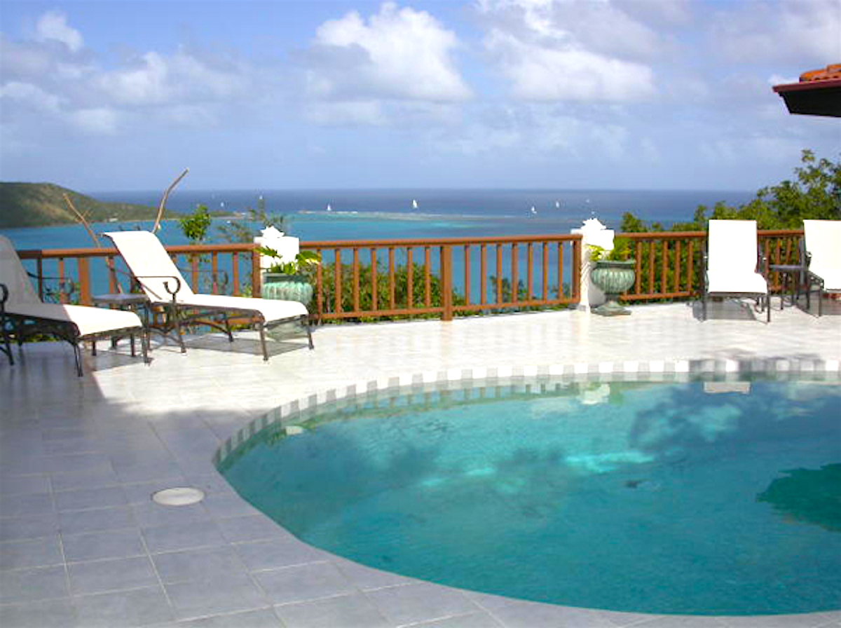 Pool and terrace view to the ocean!