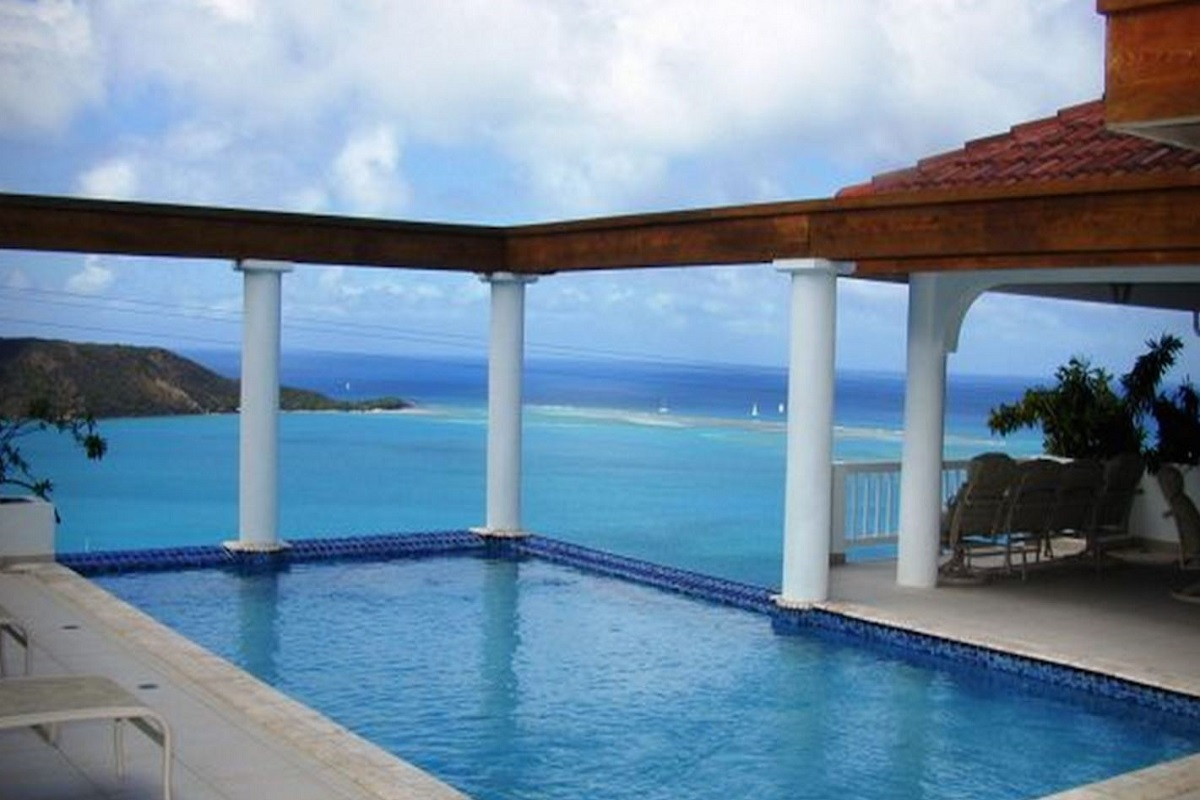 Pool view to the ocean from Tamar villa!