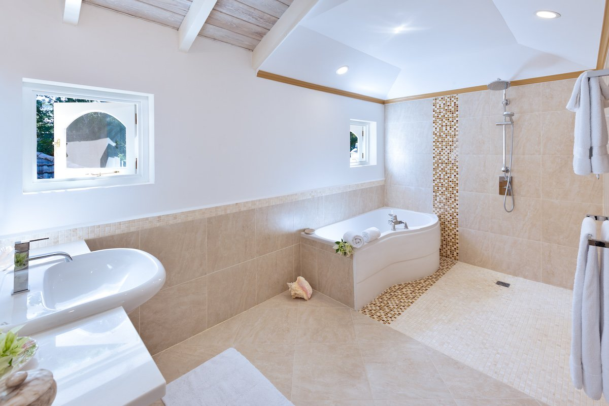 Bathroom suite with tub
