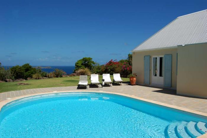 Pool and ocean views at Armor villa!