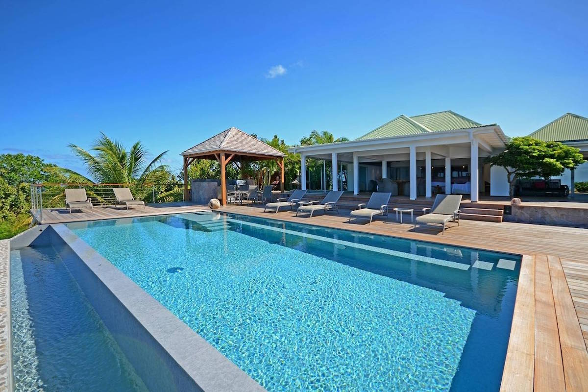 Pool side luxury with truly Panoramic views