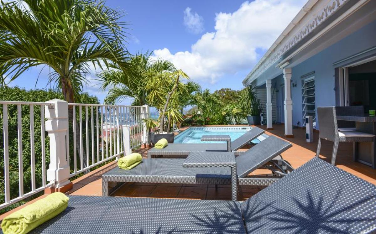 Lounge on the pol deck/patio at Marlin villa