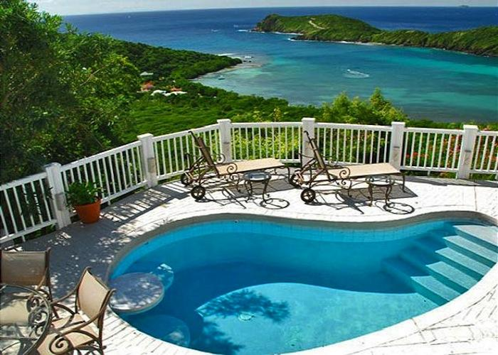Plunge pool with views and lounge chairs!