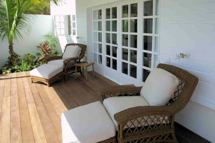 Shaded sitting area on deck