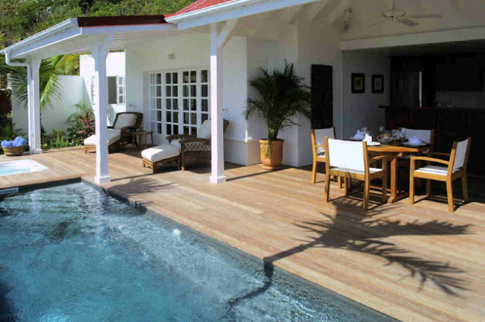 Pool and deck area at Piment villa