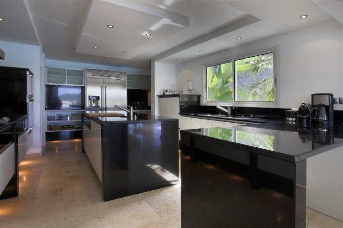Fully-equipped gourmet kitchen.