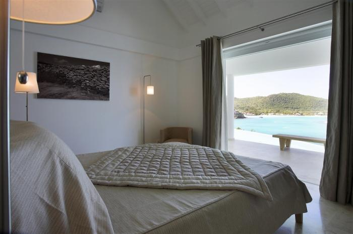 Facing the ocean with a King size bed.
