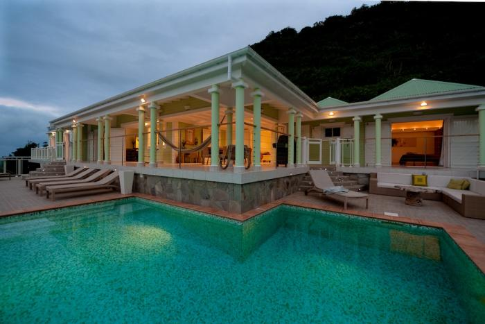 Villa and pool in the evening.