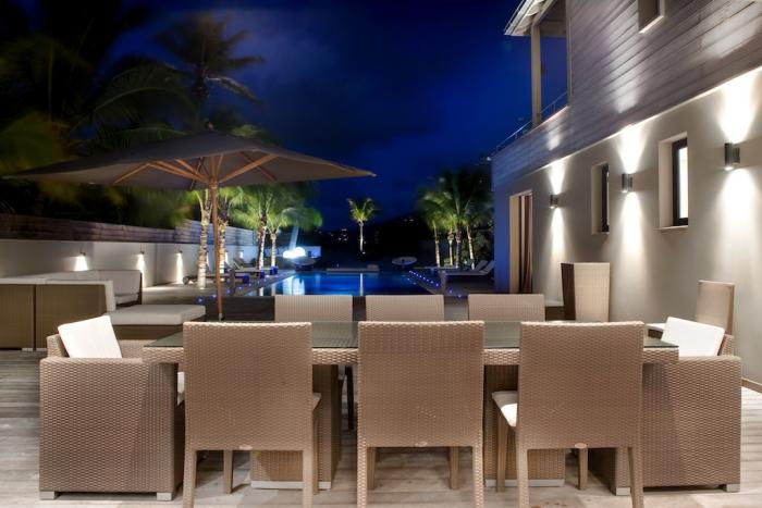 Outdoor dining with seating for 8.