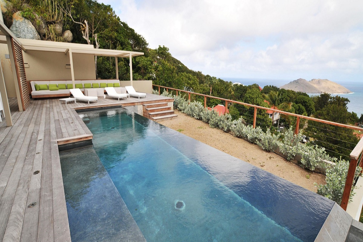 Private infinity pool with great views at Casawapa