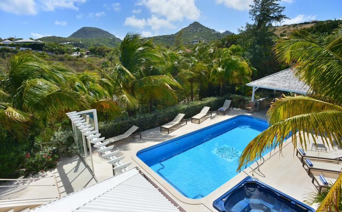 Private pool and hot tub at Captain Cook Villa