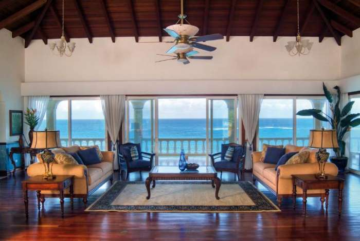 You can practically hear the waves from the spacious living room