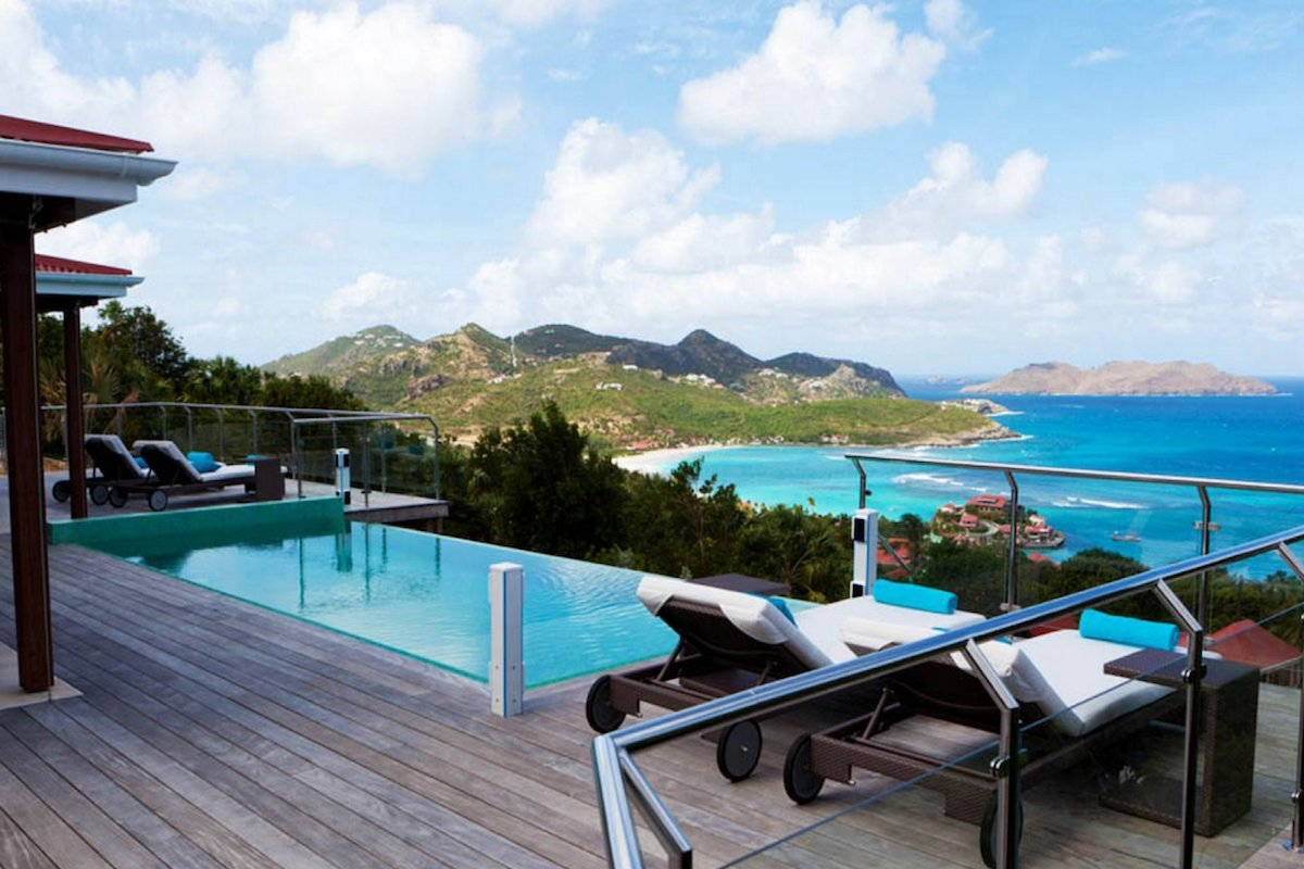 Perched on the hillside - Isia Villa overlooks beautiful St. Jean Bay