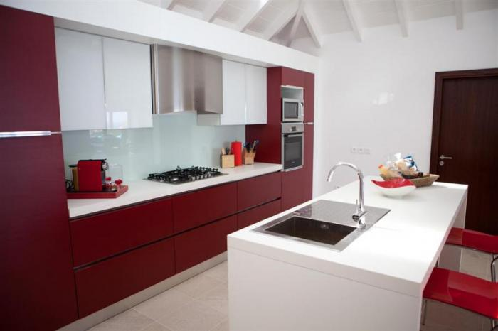 The modern and fully equipped kitchen.