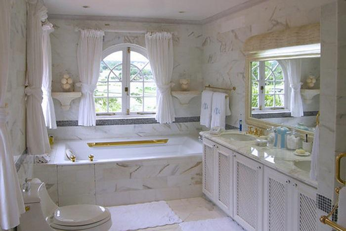 One of the four en-suite bathrooms.