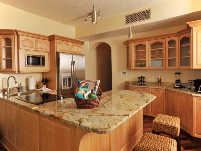 Modern and well-equipped kitchen