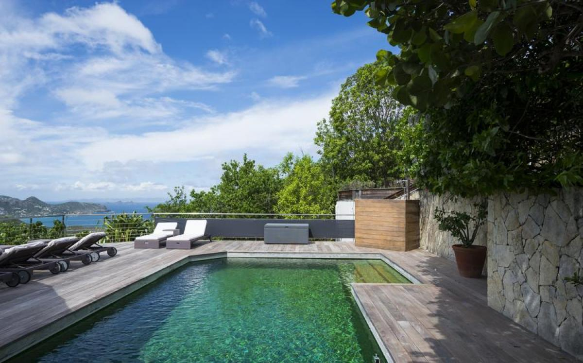 Mapou offers a private pool with stunning views of the Caribbean
