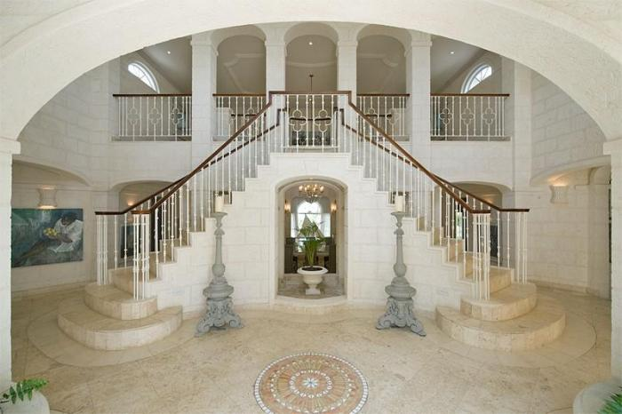The grand entrance of Plantation House