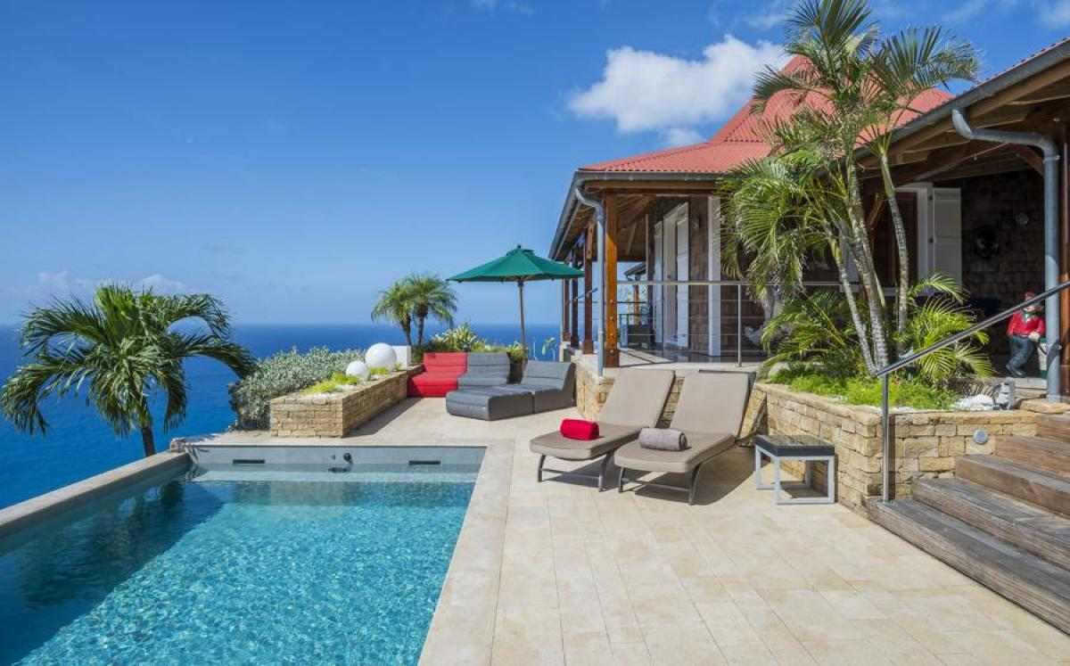 Perched on the hillside of Colombier - Hurakan provides beautiful vies of Gustavia Harbour