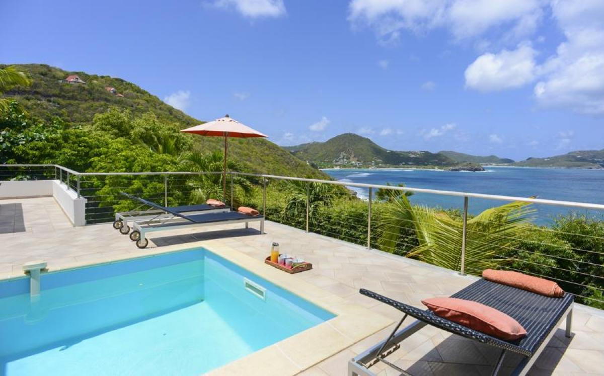 Caribbean views from the pool deck at Heloa
