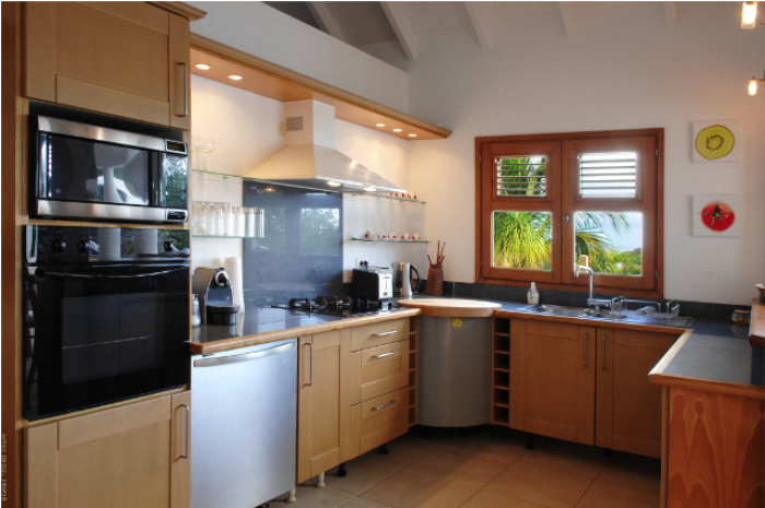 Fully equipped villa kitchen.