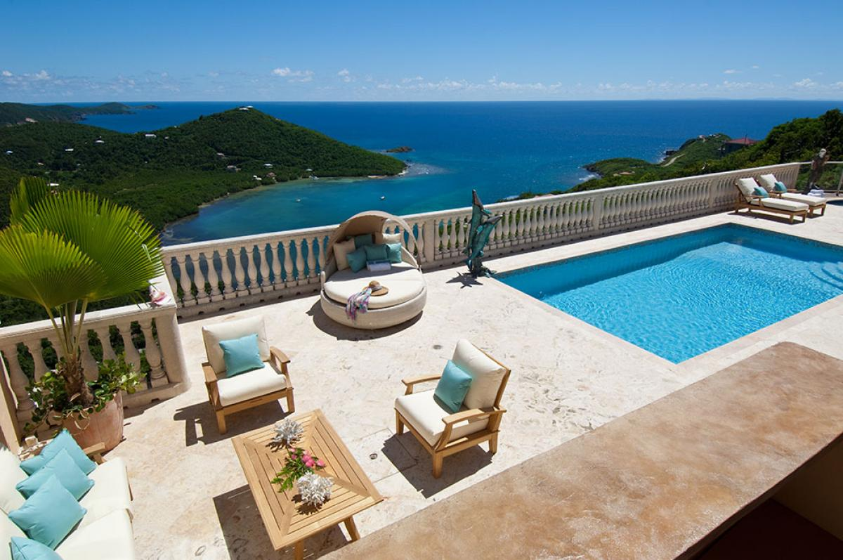 The pool and ocean views from Eco Serendib!