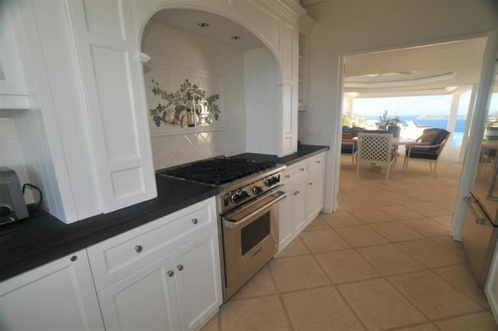Spacious and fully equipped kitchen.
