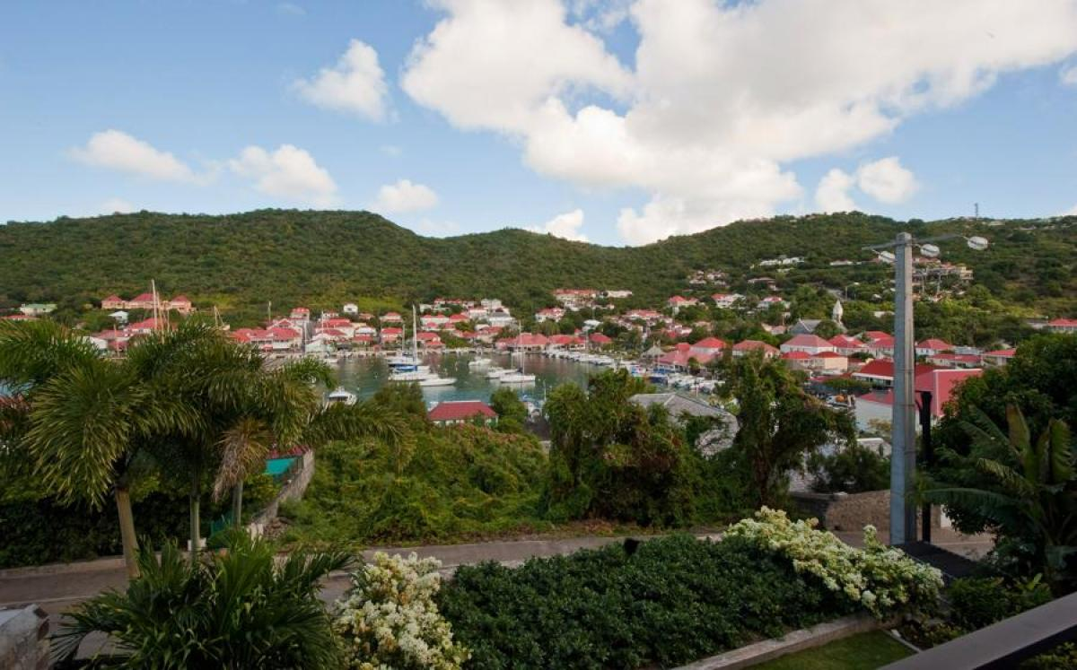 Wahoo Apt in St. Barts is centrally located in Gustavia
