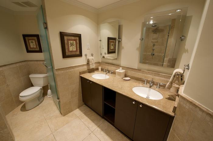The Master's en-suite bathroom