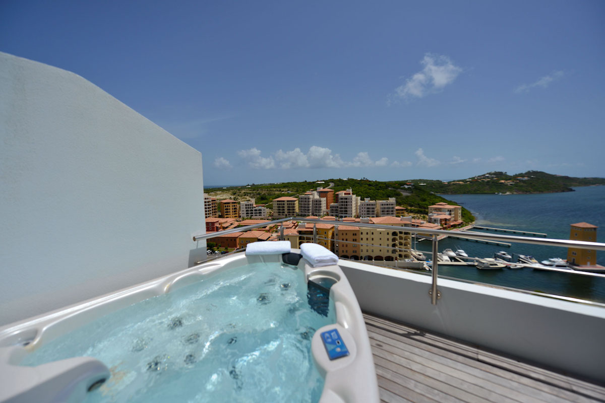 Hot tub on the balcony