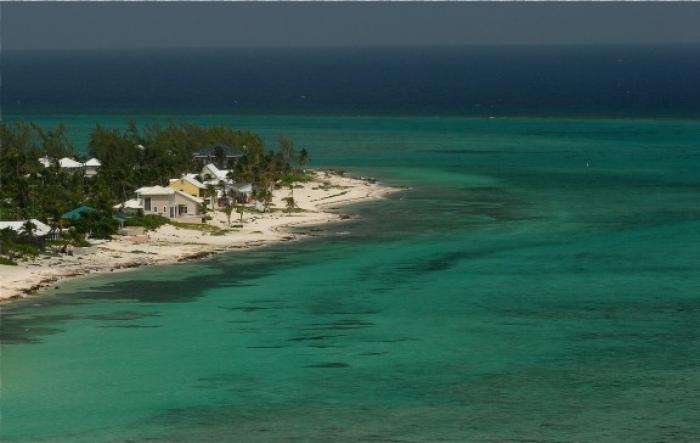 Oceanfront property in Grand Cayman!