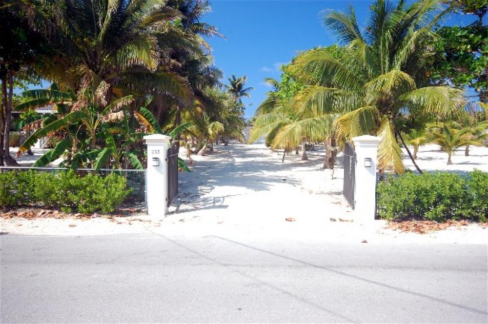 Photo of Conch'ed Out Villa, Cayman