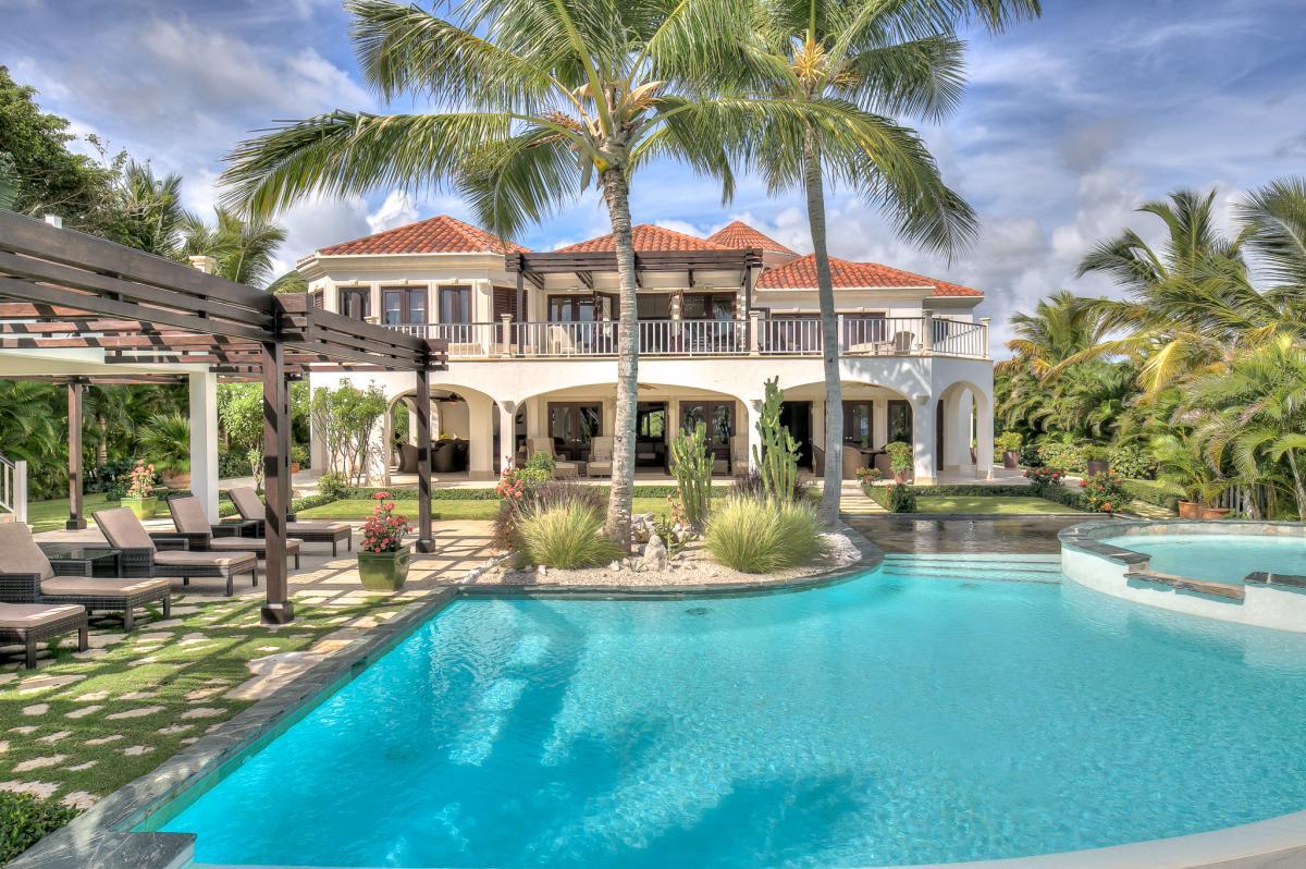 Dominican republic villas and luxury villa rentals by for Punta cana villa rentals
